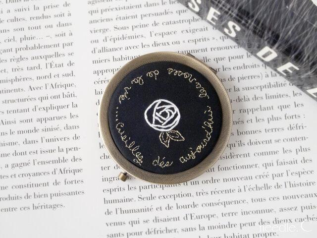 【限定1コ】好きな言葉で気分を上げる 刺繍コンパクトミラー 鏡 アンティーク風 薔薇 メッセージ入り ギフトの画像1枚目