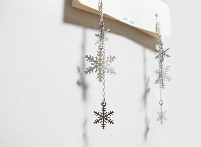 (再販)雪の結晶ピアスの画像1枚目