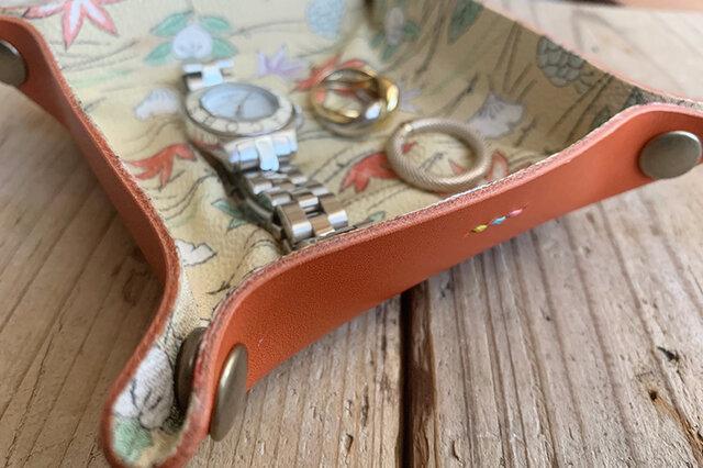 旅の必需品! 着物の古布と革で作ったアクセサリートレイ サーモンオレンジ トラベル革小物 ラッピング可の画像1枚目