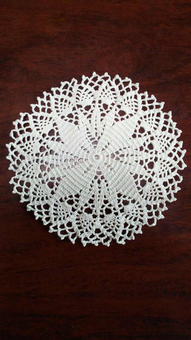 手編みレースドイリー直径約14㎝の画像1枚目