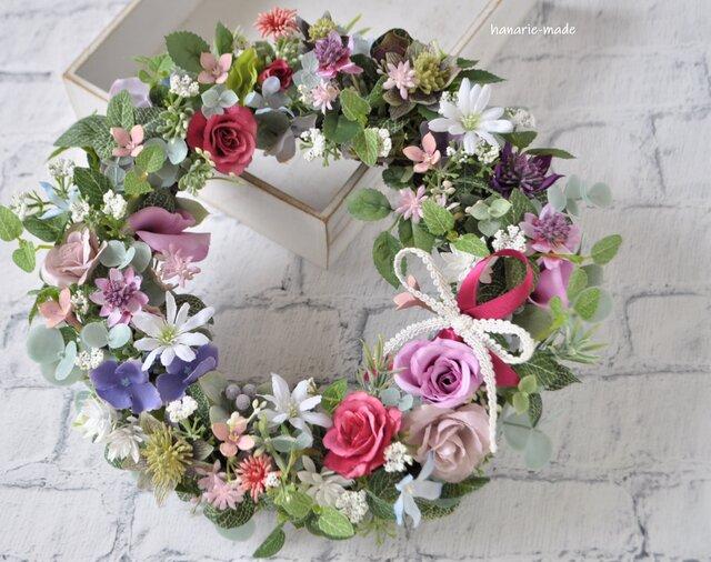ばらとアメジスト色の花 母の日:リース バラ ピンク 紫 白 リボンの画像1枚目