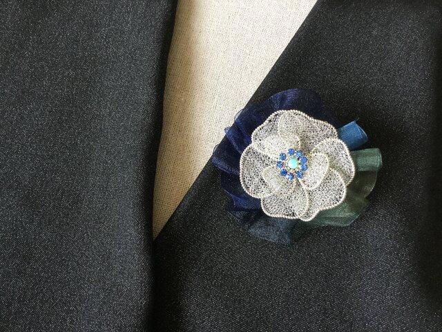 シルバーのお花のブローチ(オーガンジーリボン付)Eの画像1枚目