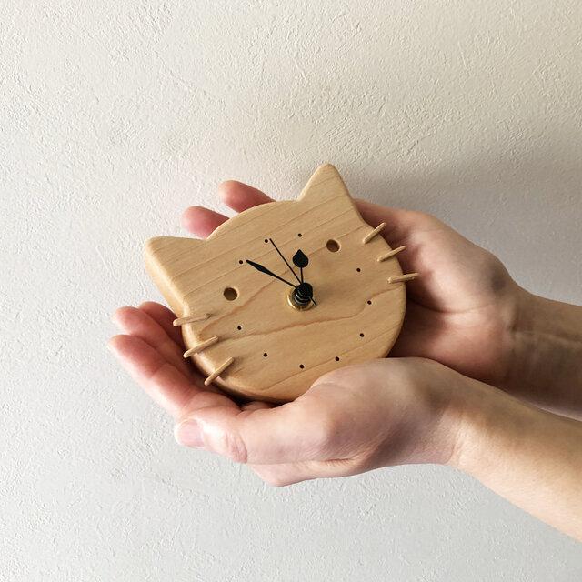 小さなねこの壁掛け/置き時計|メープル無垢材の画像1枚目