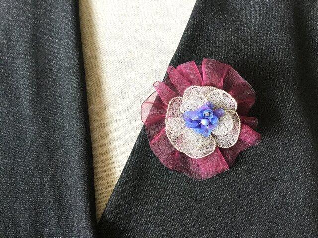 シルバーのお花のブローチ(ワイン色オーガンジーリボン付)Fの画像1枚目