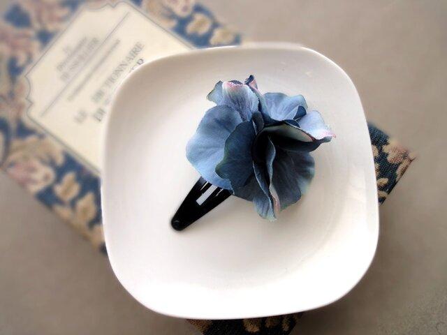 スリーピン ■ 濃密に花開く 紫陽花 ■ グレイッシュブルーの画像1枚目
