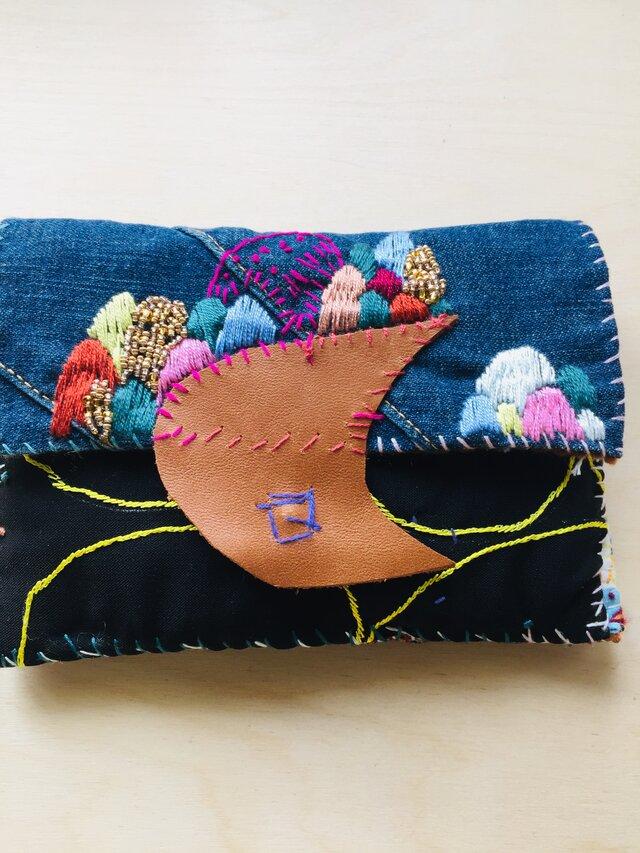 1053 中財布 ハンドメイド 手縫い 刺繍 ビーズの画像1枚目