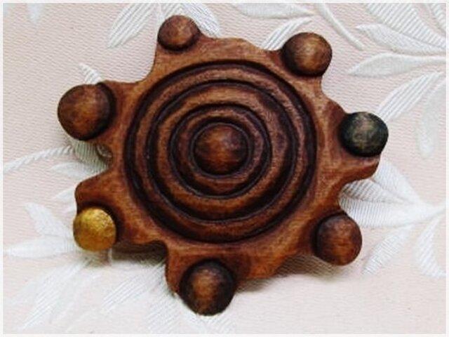 木彫ブローチ(星・天体)・IB-235の画像1枚目