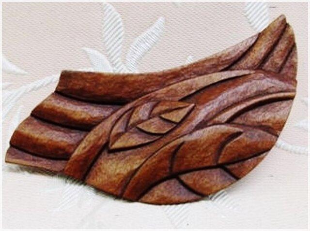 木彫ブローチ(風葉のデザイン)・IB-238の画像1枚目