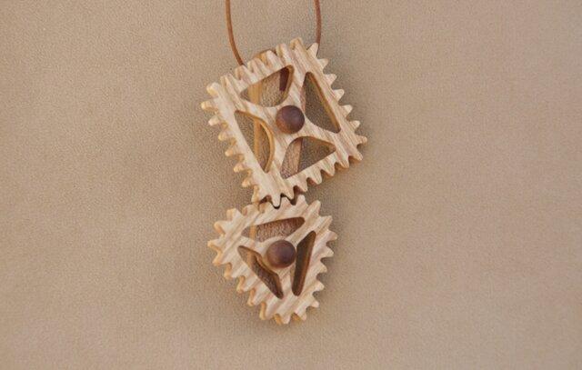 三角と四角の歯車のネックレスの画像1枚目