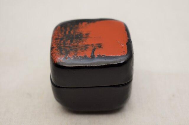 手彫小箱 マホガニー 黒漆朱漆の画像1枚目