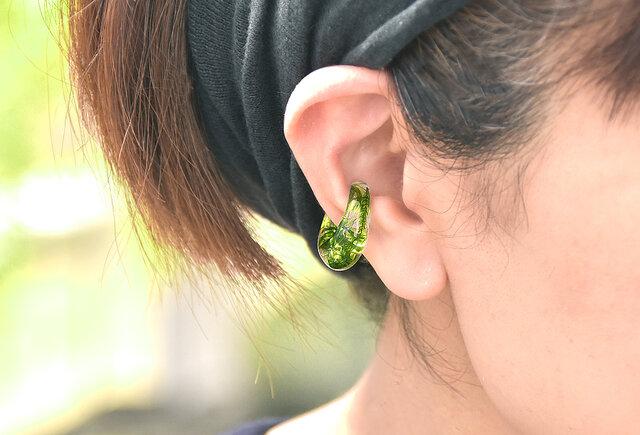森の散歩道 ヤマゴケのイヤーカフ【片耳】の画像1枚目