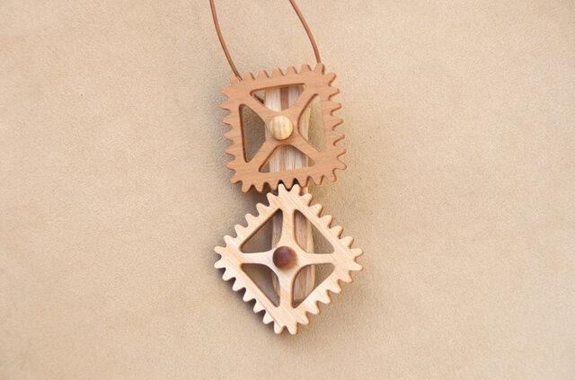 四角の歯車のネックレスの画像1枚目