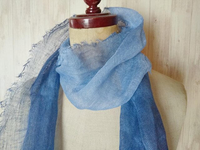 再販 ふんわり柔らか♪ グラデーション リネンガーゼミニストール 草木染め 藍染め*の画像1枚目