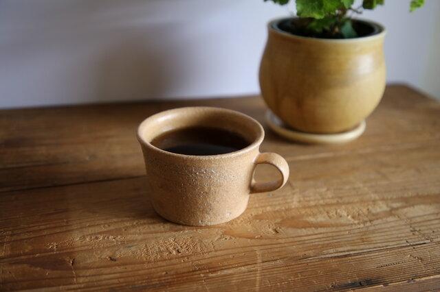 リム付きカップ(ベージュ)の画像1枚目