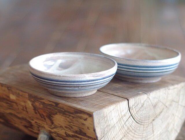 縞々紋の白化粧の中鉢(浅め)の画像1枚目