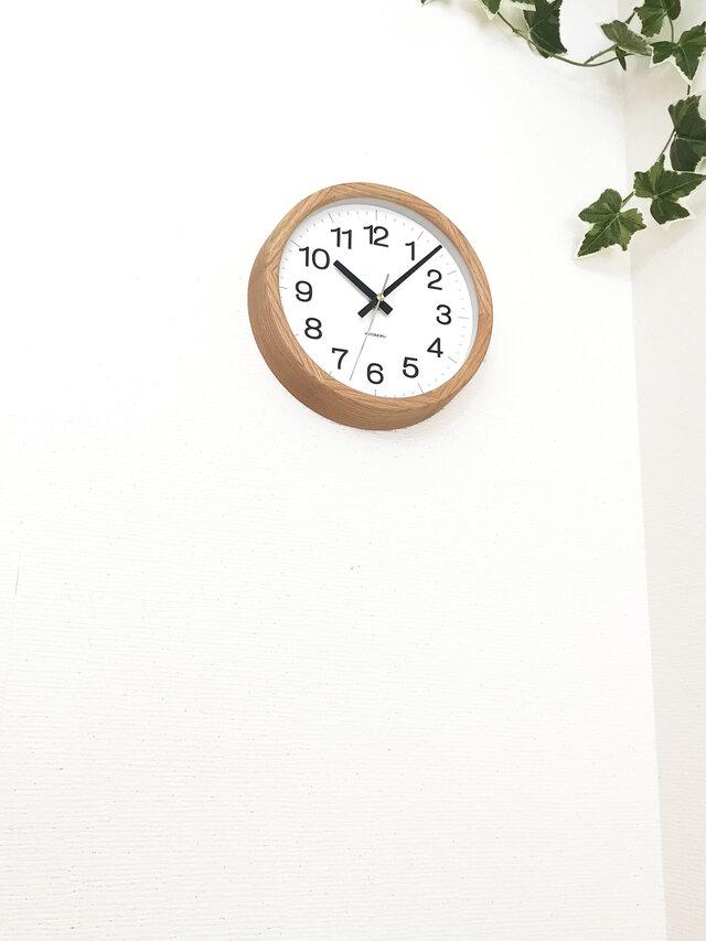 KATOMOKU muku clock 16 オーク km-108OARC 電波時計 掛け時計 連続秒針 小さいサイズの画像1枚目