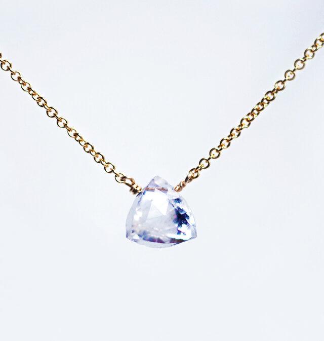 水晶のピラミッド光るネックレス ~Mirabelleの画像1枚目