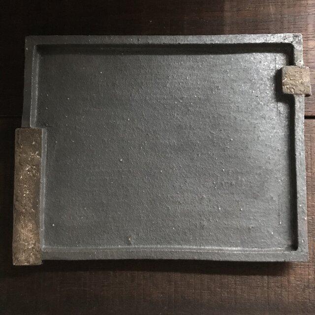 黒釉&黒泥彩掛け分け長角皿(sloped edge)の画像1枚目