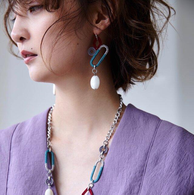 編みシリーズ イタリアンオーバルパーツ(小)とモチーフつなぎのピアスorイヤリングの画像1枚目