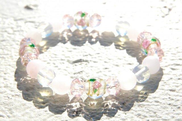 バラのトンボ玉のブレスレット ピンクの画像1枚目