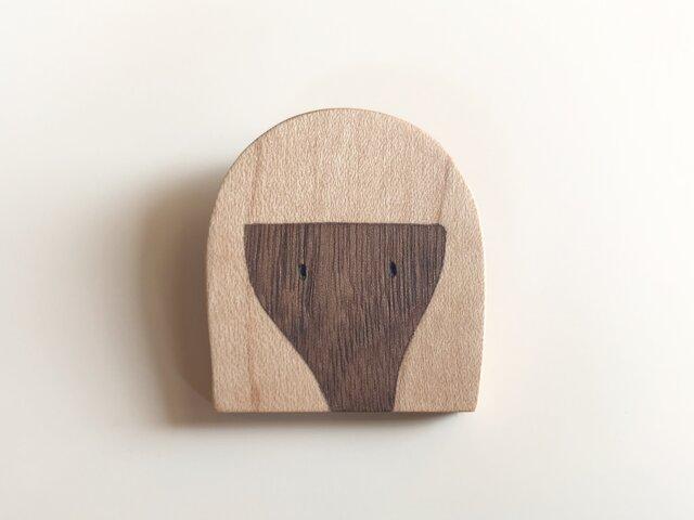 女の子ブローチ 木の象嵌 セミロングの画像1枚目