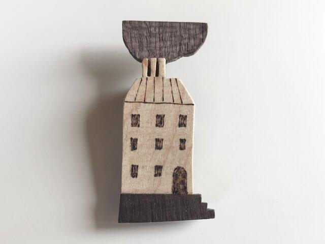 受注制作 木のブローチ 煙突シリーズ マンションの画像1枚目