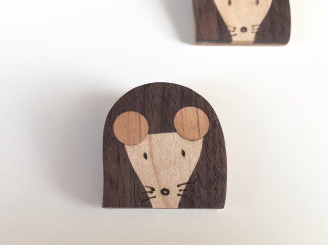 木の象嵌(埋め木)ブローチ ネズミの画像1枚目