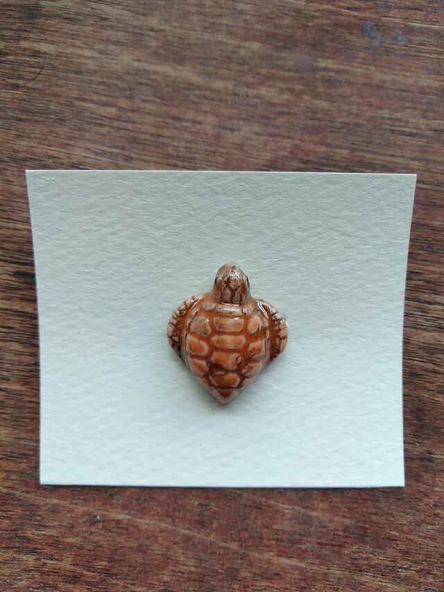 動物石 ブローチ ウミガメ(橙色)の画像1枚目