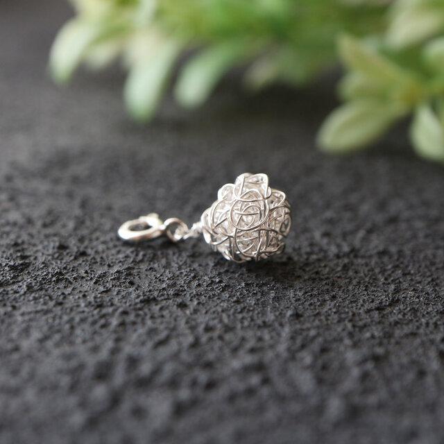 [silver999]純銀クロッシェボールのマスクチャームの画像1枚目