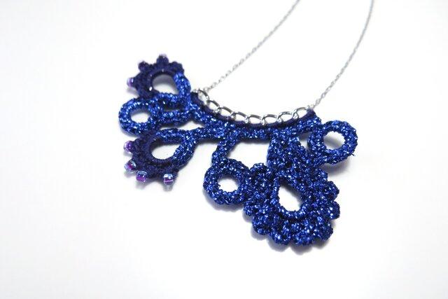 編みモチーフ フレンチラメ糸のネックレス(ブルー)の画像1枚目