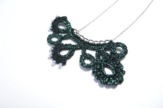編みモチーフ フレンチラメ糸のネックレス(グリーン)の画像1枚目