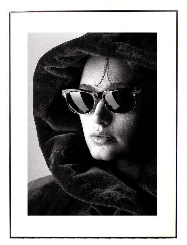 ★作品#20「サングラスの女」Woman with Sunglassesの画像1枚目