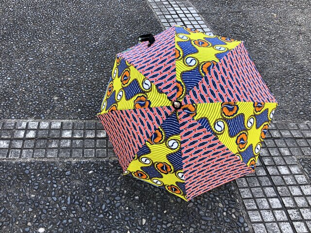 e129-アフリカ布日傘の画像1枚目