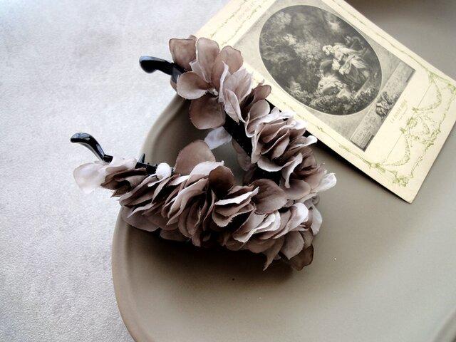 紫陽花のバナナクリップ ■ 7色展開 Opportunity ■ ココアグレイの画像1枚目