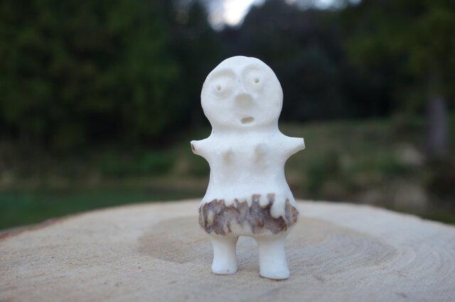 【角偶】V/鹿角から削り出した人形(ひとがた)/お守りの画像1枚目