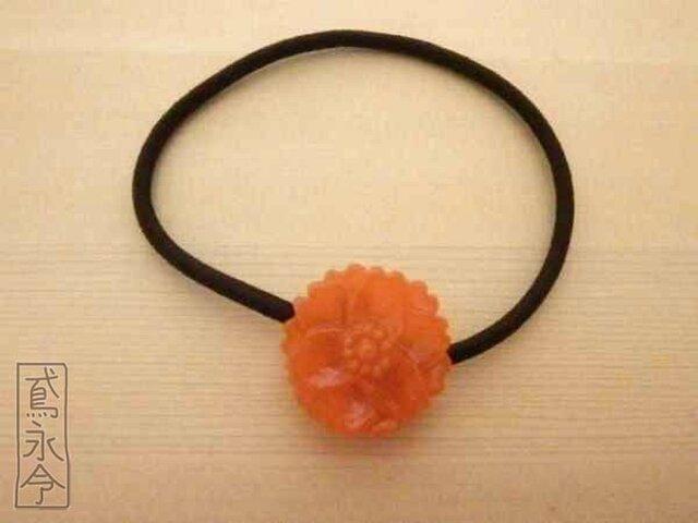 髪ゴム 不透明橙色の12枚花びらの花の画像1枚目