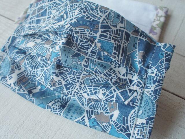 プリーツマスク総柄1枚リバティ 地図青 ★生地は晒2+柄1=3枚重ねの画像1枚目