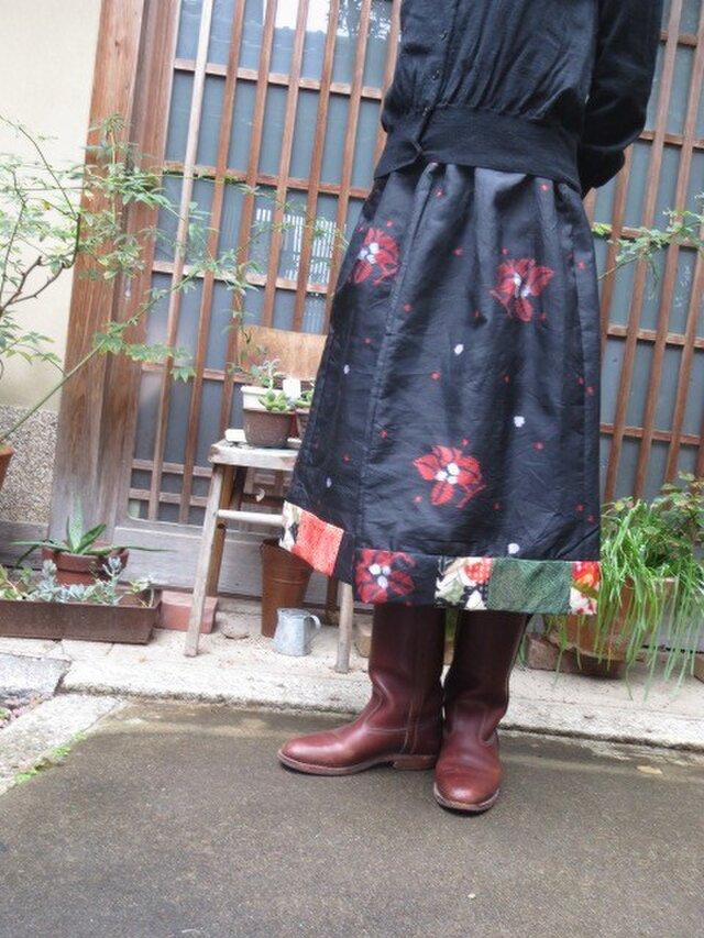 銘仙リメイク☆黒地に赤い花&水玉?裾パッチもキュートに74㎝丈の画像1枚目