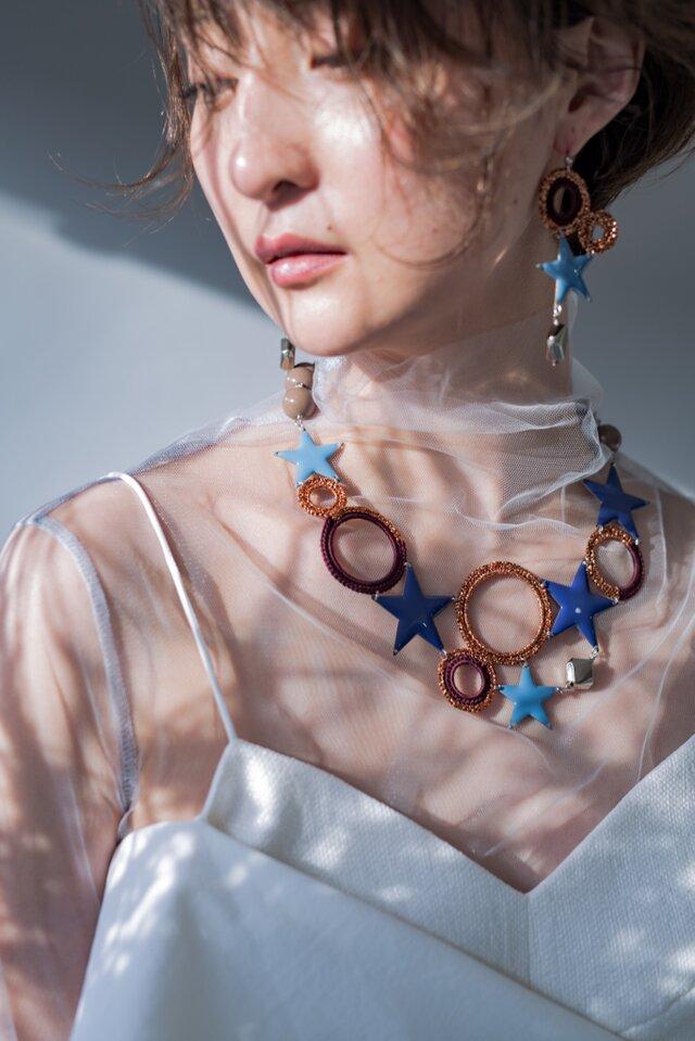 編みシリーズ 星&サークルモチーフのBigプレートネックレスの画像1枚目