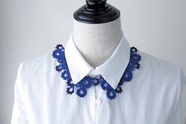 編みシリーズ ラメブルー糸のお花プレートネックレスの画像1枚目