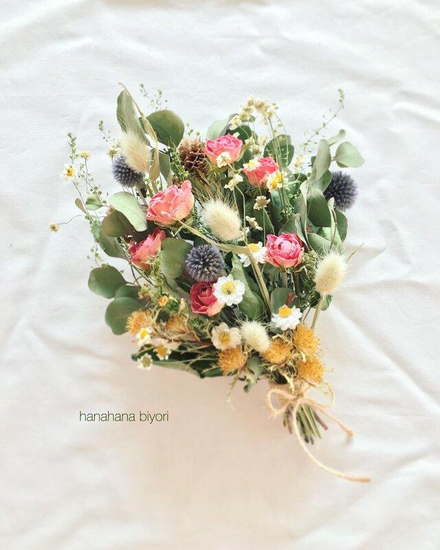 ピンクのバラと小花のブーケ・スワッグ  ※ラッピングは別途ご購入お願いしますの画像1枚目