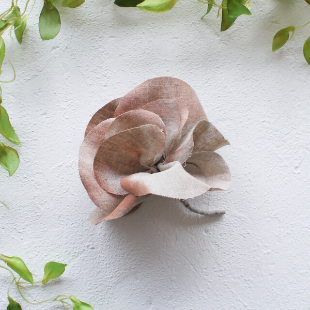 麻のコサージュ 《 Gardenia 》 エクリュの画像1枚目