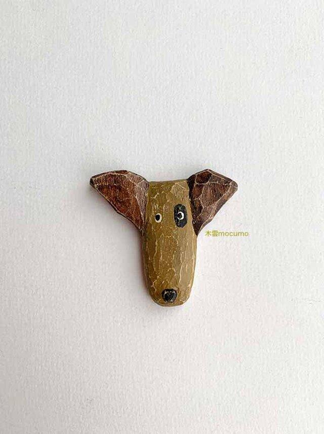 クスノキのブローチ *ぶち犬* の画像1枚目