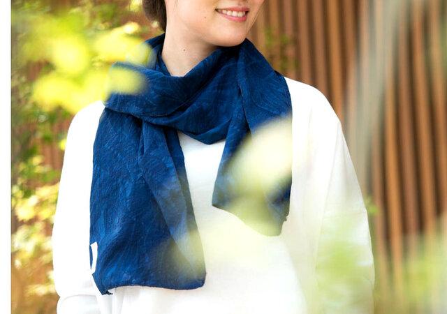 Organic Cotton 藍染 夏のマフラー【ボタニカル織り柄】の画像1枚目
