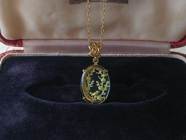 ヴィンテージ ことり/花・枝葉wreath Light-Blue/Gold ネックレスの画像1枚目