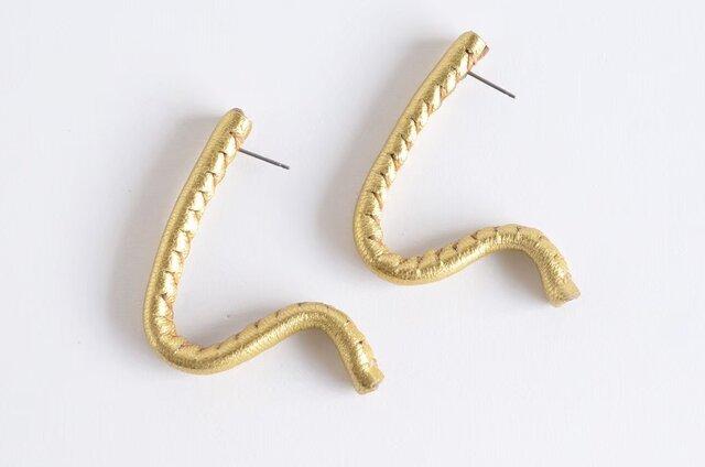 自由に形を作れるleather pierce/earring   《Freely》〝 gold〟の画像1枚目