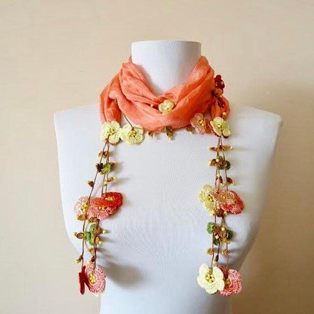 刺繍のお花つき シルクスカーフのロングラリエット サーモンピンクの画像1枚目