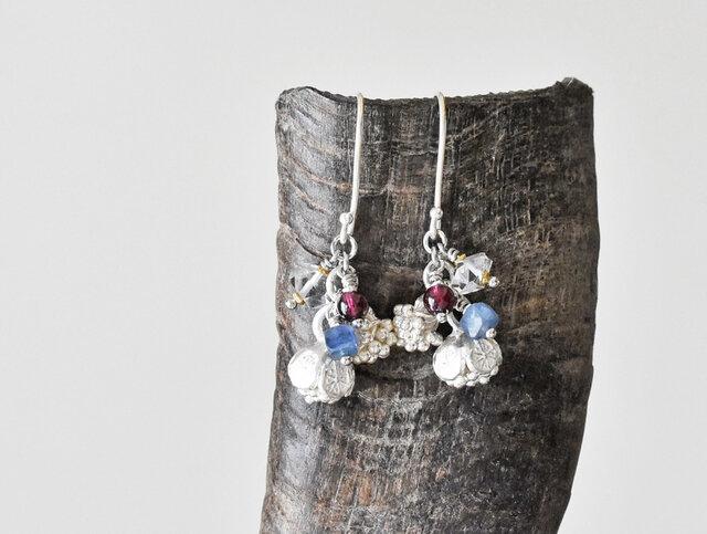 2種類の蕾カレンシルバーとハーキマーダイヤモンド、ガーネット、カイヤナイトのピアス(再販)の画像1枚目