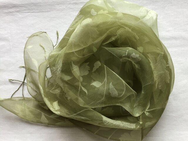 草木染め シルクストール ローズ模様 ヨモギの画像1枚目