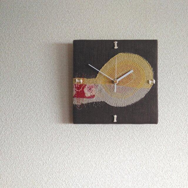 布と糸の壁掛け時計の画像1枚目
